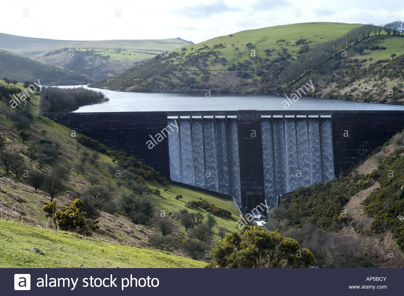 meldon-reservoir-and-dam-in-dartmoor-national-park-devon-england-.jpg