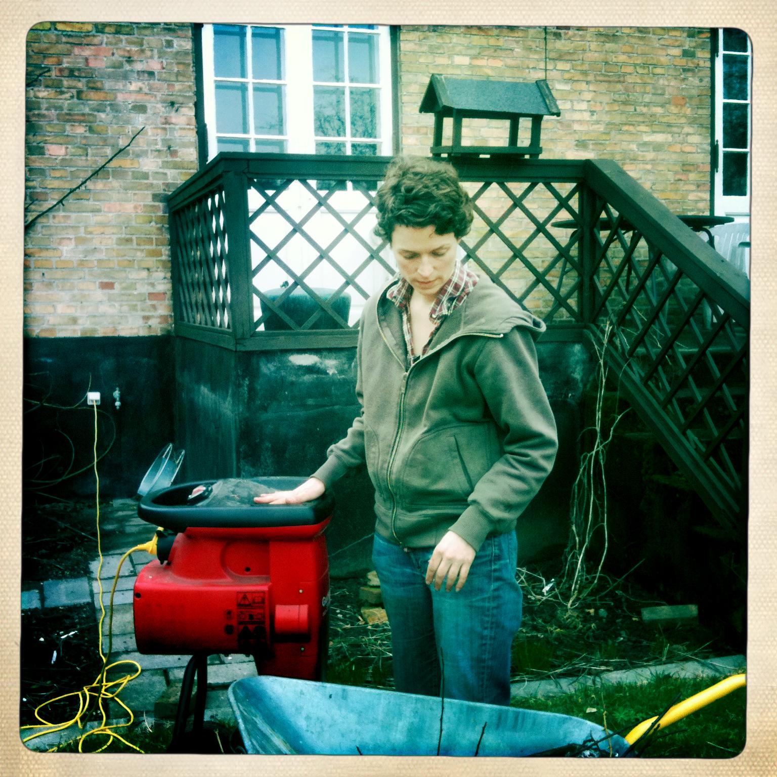 Her er jeg i gang med kompostkværnen.