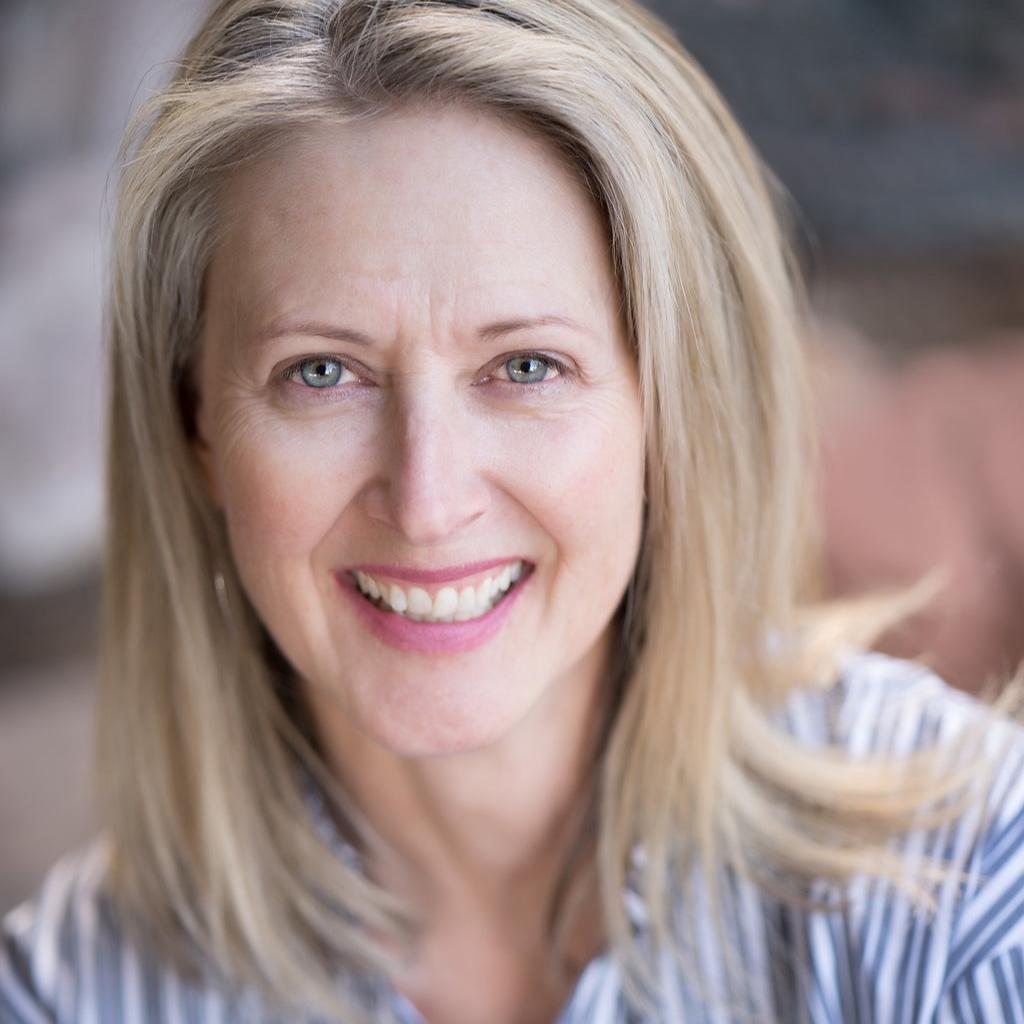 Debi Kennison - Nutritionist, Dynamic NeuroCognitive Imagery Specialist + Energetic HealerGoddess Awakening Institute