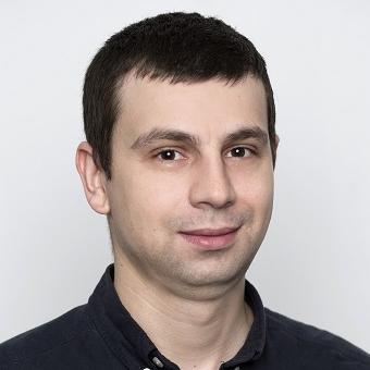 Florin Niculae - Director ProducțieFlorin este absolvent al Universității Politehnice din București și înainte să se alăture Ateliere Fără Frontiere a lucrat ca inginer mecanic. Spune că-l motivează potențialul oamenilor de a face lucruri excepționale și că se bucură când găsește noi utilități pentru diferite obiecte. Îi plac lucrurile bine făcute și bucuriile simple ale vieții.
