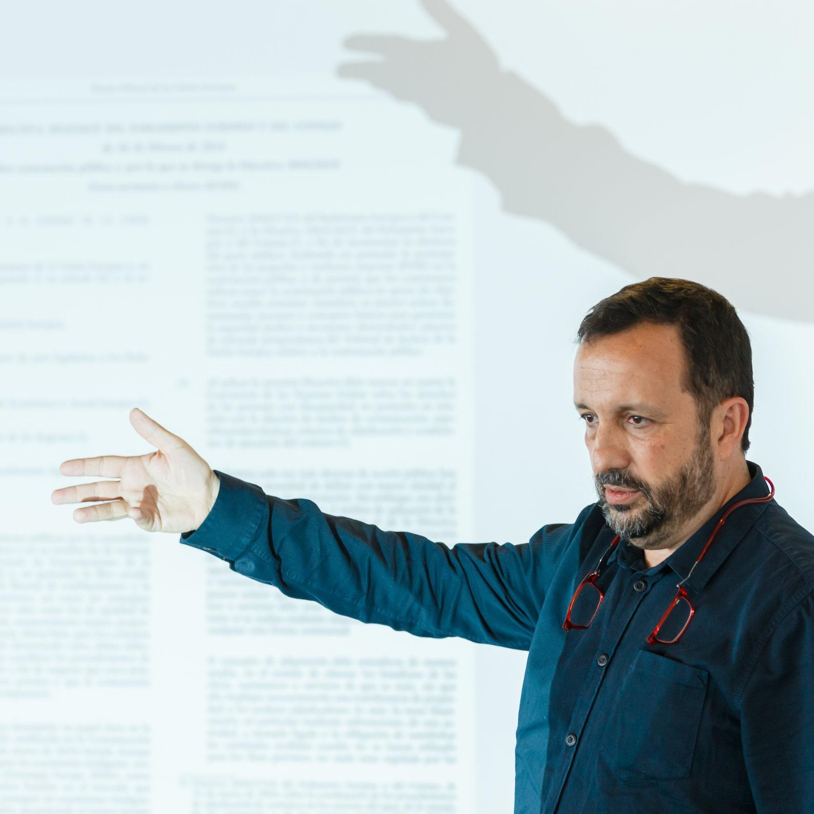 Esteve FERRER  Coordonator, FEICAT Reteaua catalana a intreprinderilor sociale de insertie, Spania   Clauze sociale pentru intreprinderi social de insertie