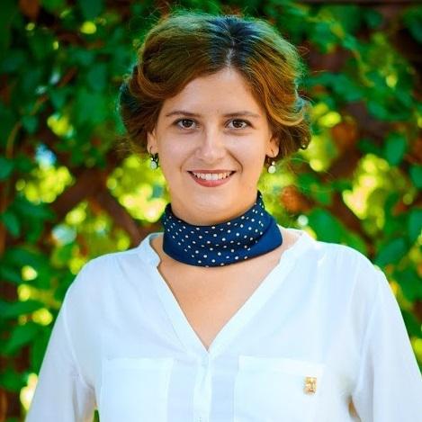 Ștefania Neagoe - Coordonatoare ProiecteȘtefania s-a alăturat echipei Ateliere Fără Frontiere deoarece crede în oameni și în puterea acestora de a (se) schimba. Coordonează proiecte de impact în cele mai sărace zone ale României. A absolvit Relații Internaționale în cadrul Universității din București, unde și-a însușit gândirea critică și mijloacele prin care poate găsi răspunsuri la întrebări. Ștefania este o exploratoare și feministă.