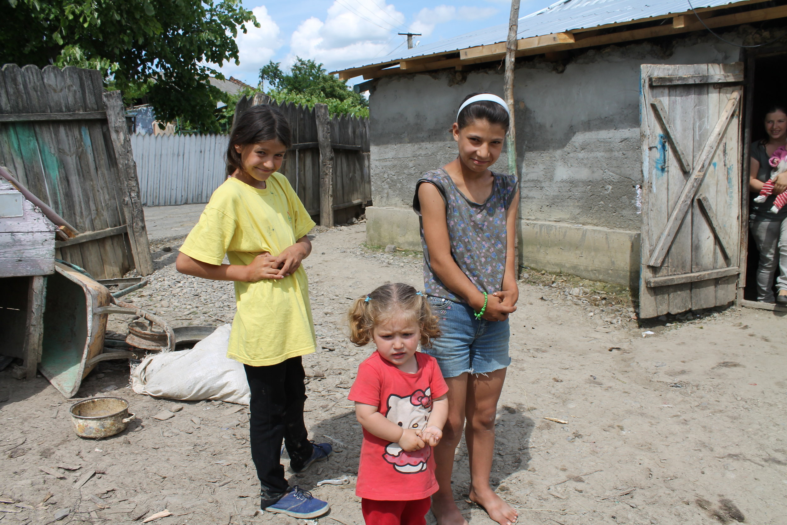 """Über uns... - Equiwent Hilfe e.V. kümmert sich hauptsächlich um die Arbeitspferde in Rumänien, aber auch in anderen Ländern und in Deutschland. Equiwent ist mit zwei eigenen mobilen Tierarztpraxen und mobilen Hufschmieden in Ostrumänien (nahe der Stadt Iasi) der Ansprechpartner für unzählige Arbeitspferde. Seit Oktober 2015 betreibt Equiwent auch nun die erste """"Non-Profital-Klinik"""" in Rumänien, vermutlich die erste in Europa.Außerdem hat Equiwent eine umpfängliche Station in Deutschland, Tierärzte und Hufspezialisten kümmern sich hier um Pferde in Not, beschlagnahmte Pferde usw.."""