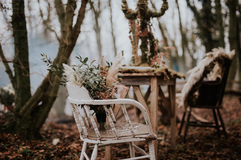 Stylizowana Sesja Ślubna w zimowym lesie AnnabellaPhotography, Fotograf ślubny Nysa (12).jpg