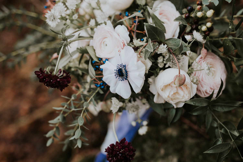 Stylizowana Sesja Ślubna w zimowym lesie AnnabellaPhotography, Fotograf ślubny Nysa (15).jpg