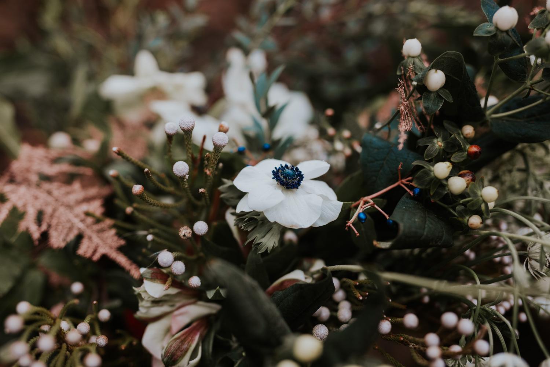 Stylizowana Sesja Ślubna w zimowym lesie AnnabellaPhotography, Fotograf ślubny Nysa (16).jpg