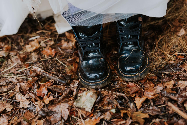 Stylizowana Sesja Ślubna w zimowym lesie AnnabellaPhotography, Fotograf ślubny Nysa (23).jpg