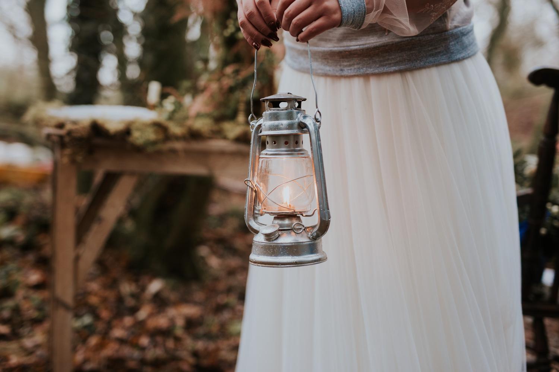 Stylizowana Sesja Ślubna w zimowym lesie AnnabellaPhotography, Fotograf ślubny Nysa (24).jpg