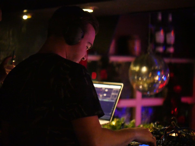 JERREMY NOBEL - DJ NOBLESS