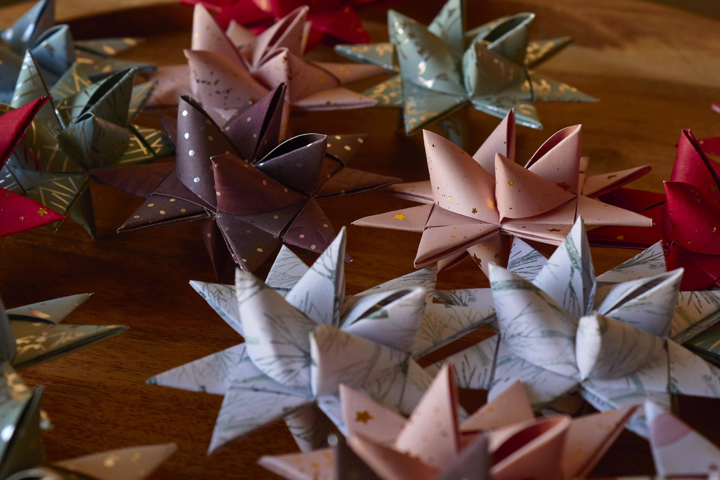 Paper Christmas Stars (Julestjerner) - getting creative with paper choices, you can use gift wrapping paper as strips for pretty prints | In Carina's Kitchen