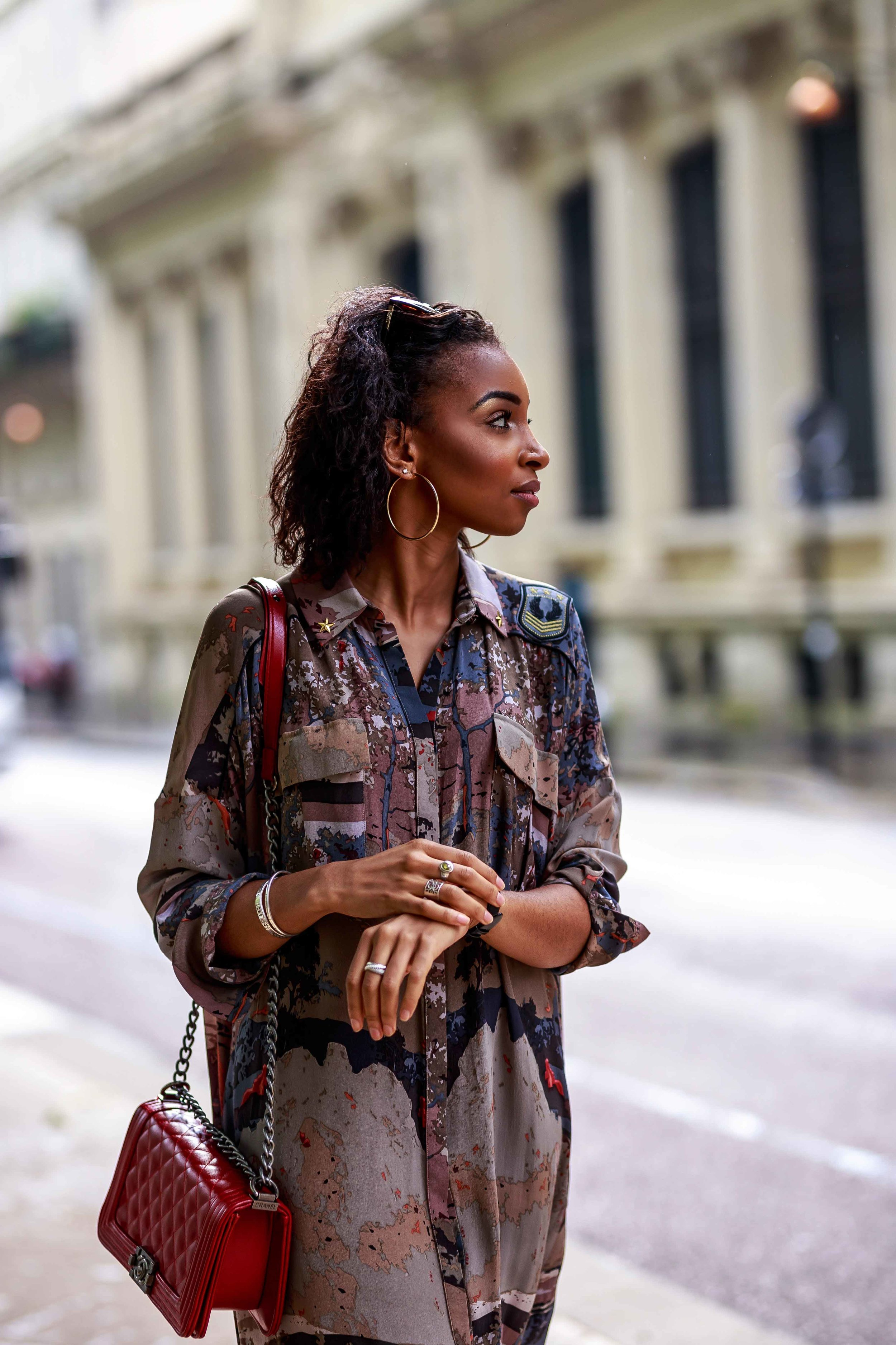 modest-fashion-sawour-oversized-shirt-dress-military-printed-oversize-robe-chemise-imprimé-femme-woman-classy-look-trendy.jpg