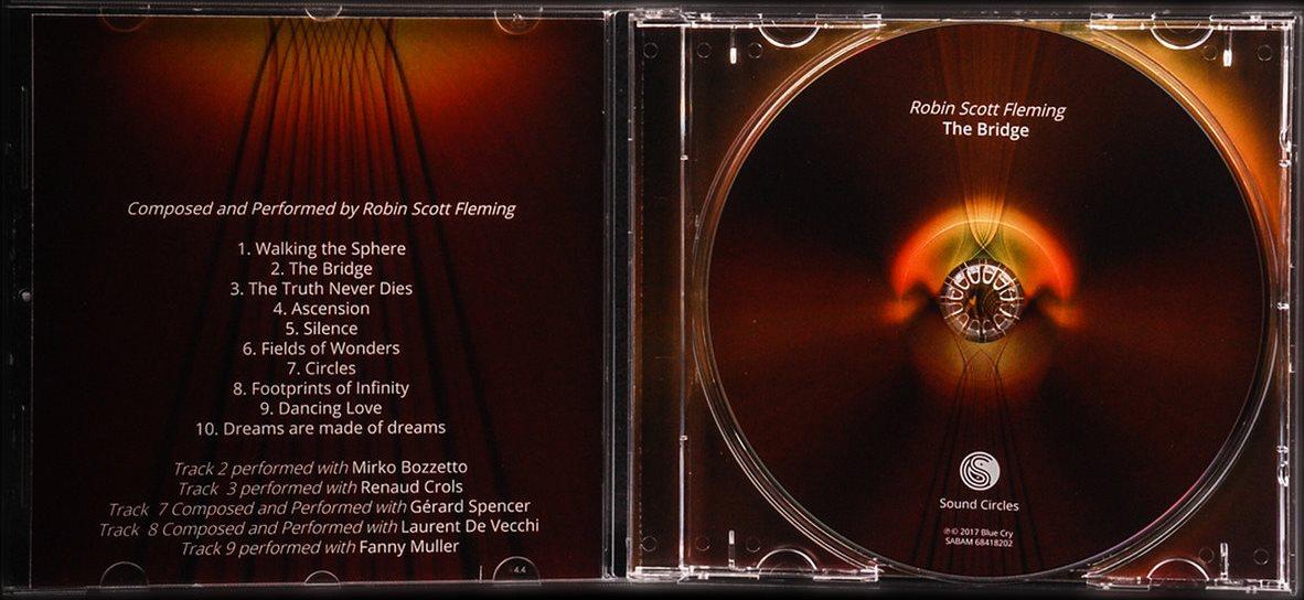 Achetez l'album en version CD ! - Un bel objet pour abriter une musique dont on ne peut plus se passer... Idéal en cadeau !