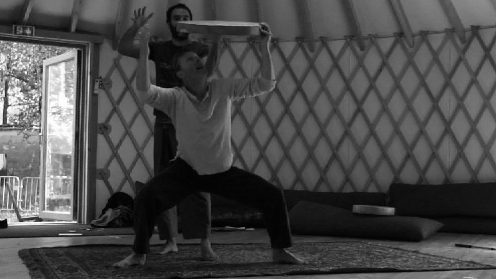 Peredur in rehearsal - Beyond the Border/La Maison du Conte