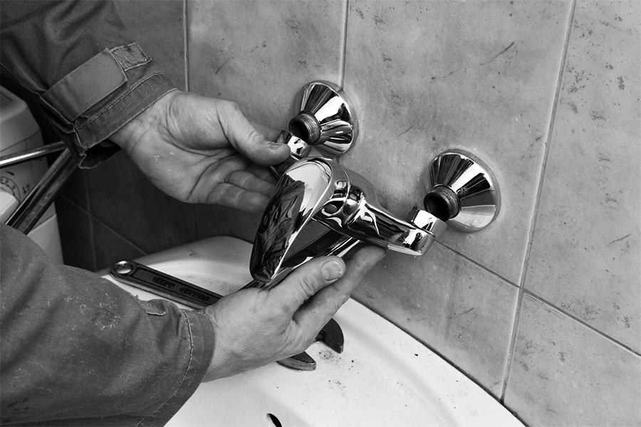 faucet-repair.jpg