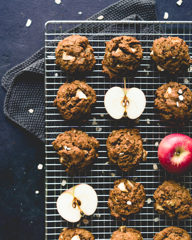 Biscuits à la mélasse et aux pommes - donne 12-15 biscuits