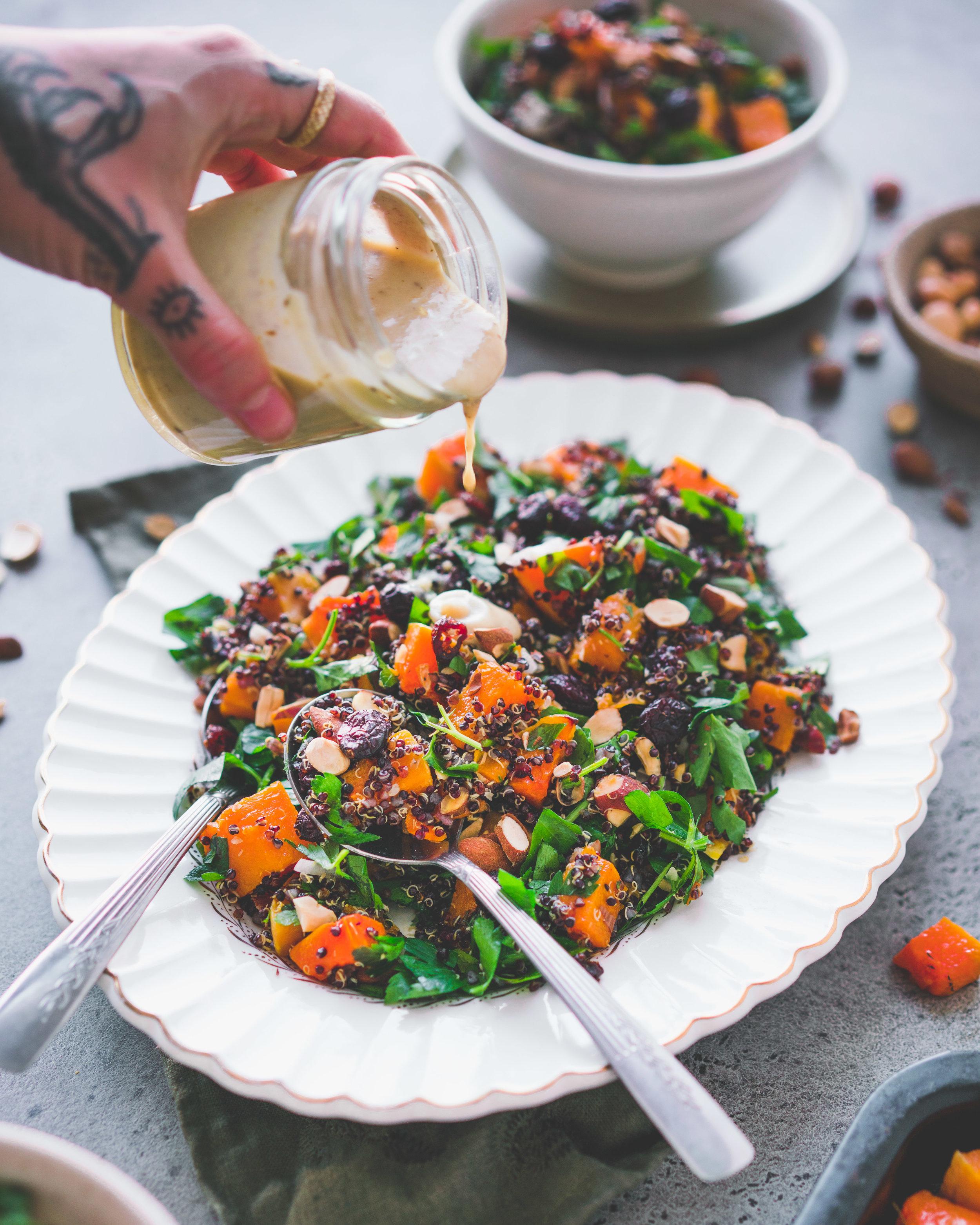 Salade de quinoa, courge musquée, canneberges & amandes - et sa sa vinaigrette au tahini orange & cumindonne 4-6 portions