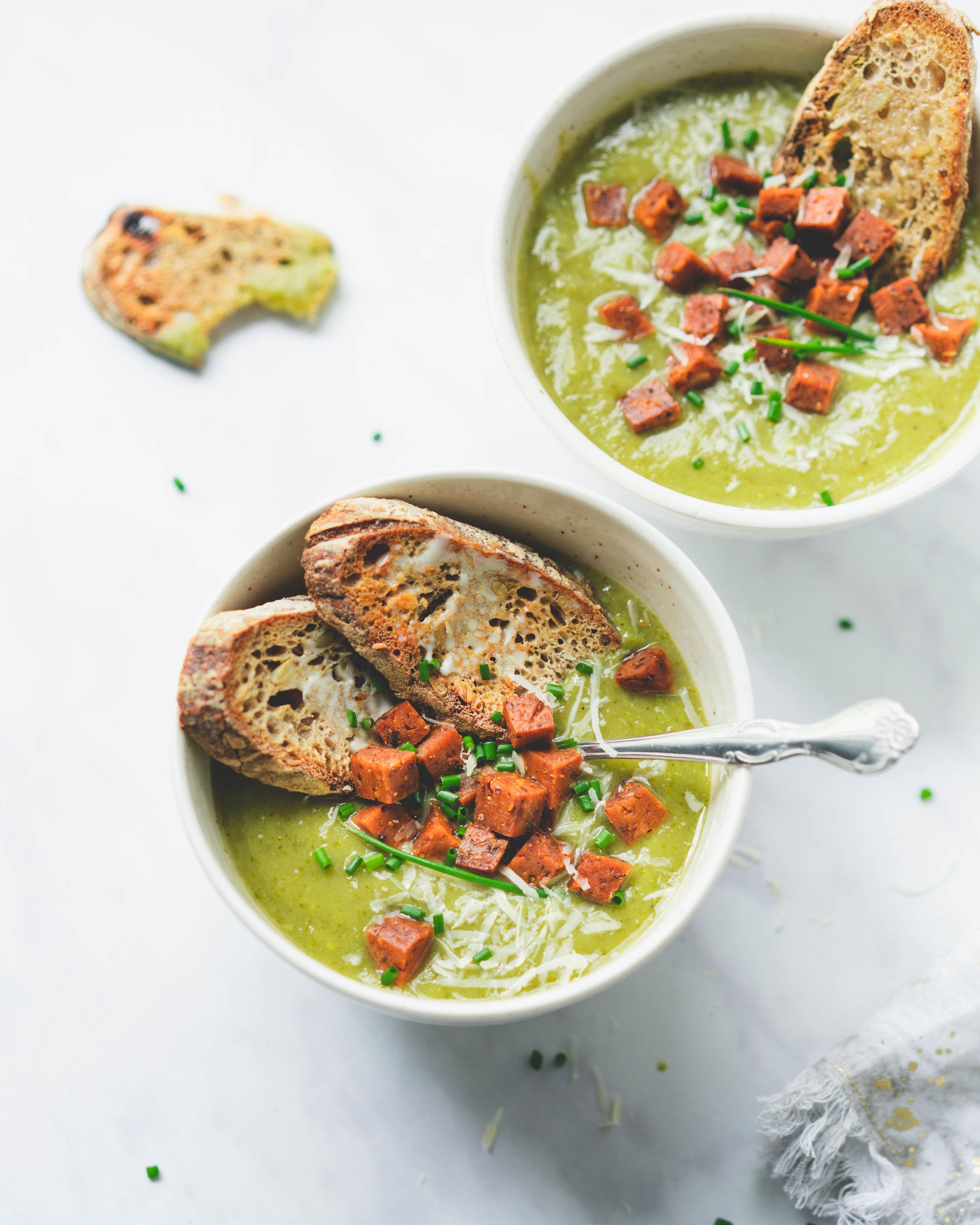 Soupe printanière : feuilles de rabiole et patates - donne 4-6 portions