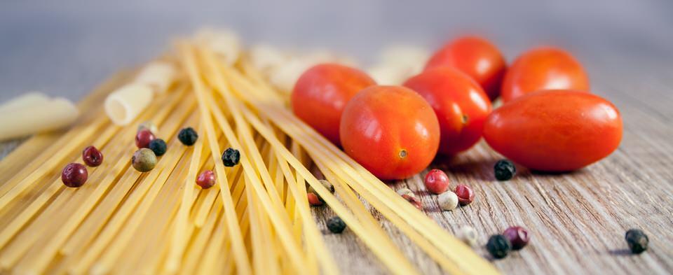 pasta-noodles-cook-tomato-38233.jpg