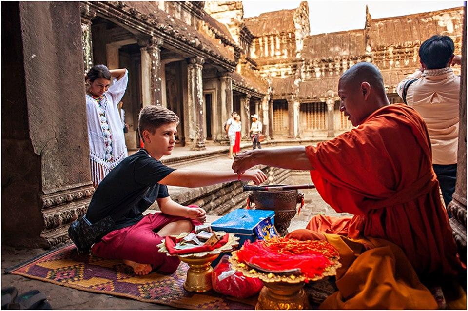 monk blessing  angkor wat