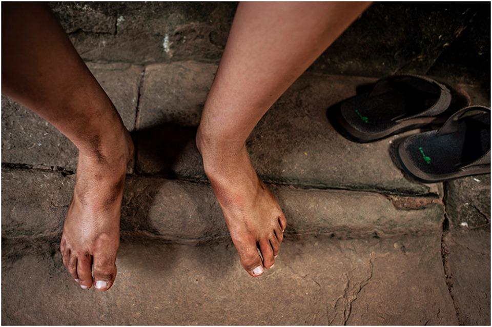 Angkor wat dirty feet