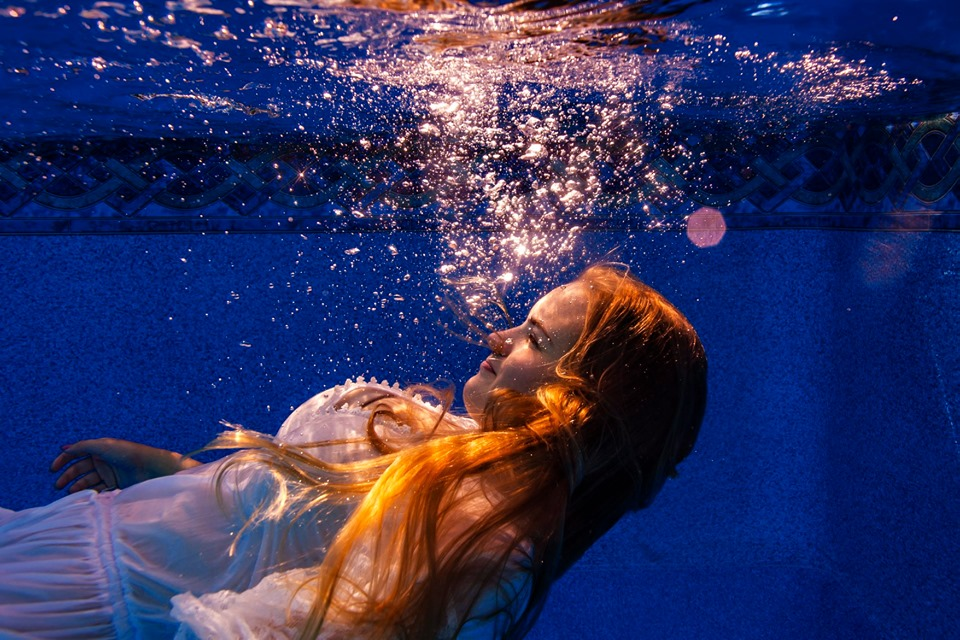 Under water photographer