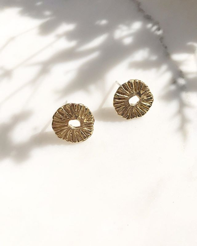 ☀️☀️ The Gold Sunshine studs made stroke by stroke, cast in bronze and 14k gold plated . . . . .  #mantle #jewelry #goldjewelry #madeinla #good #mood #modern #minimalistjewelry #jewellery #smallbizowner #smallbusiness #etsy #jewels #minimalism #ootd #pic #ooakjewelry #ooak #modern #sustainablefashion #truebeauty #supportlocal #ethicalfashion #peoplescreatives #customjewelry #jewelryoftheday #jewelrydesigner #precious #earrings