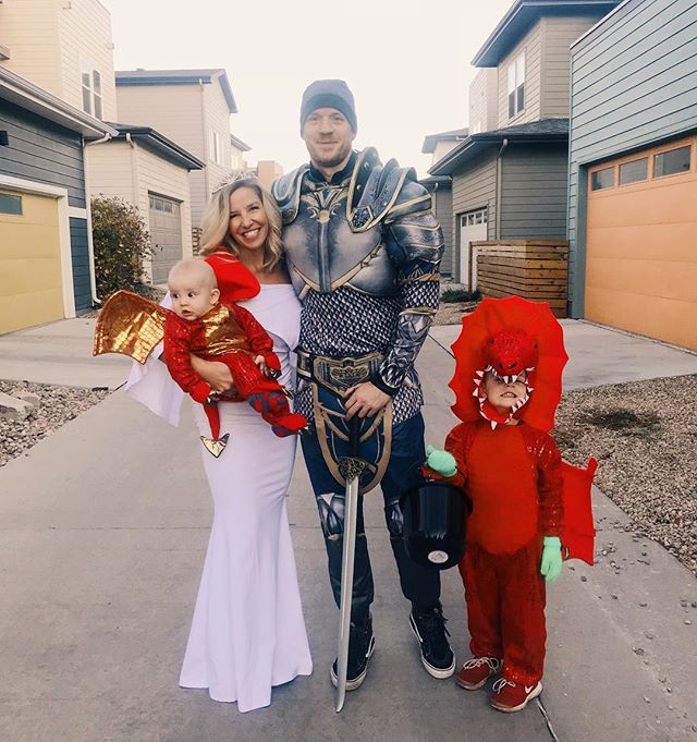 The dragons 🐉, the dragon slayer 😳, and the princess of course 👸🏼💁🏼♀️ . #halloween #family #cleanbeautyboss #beautycounter #halloween2018 #trickortreat #momlife