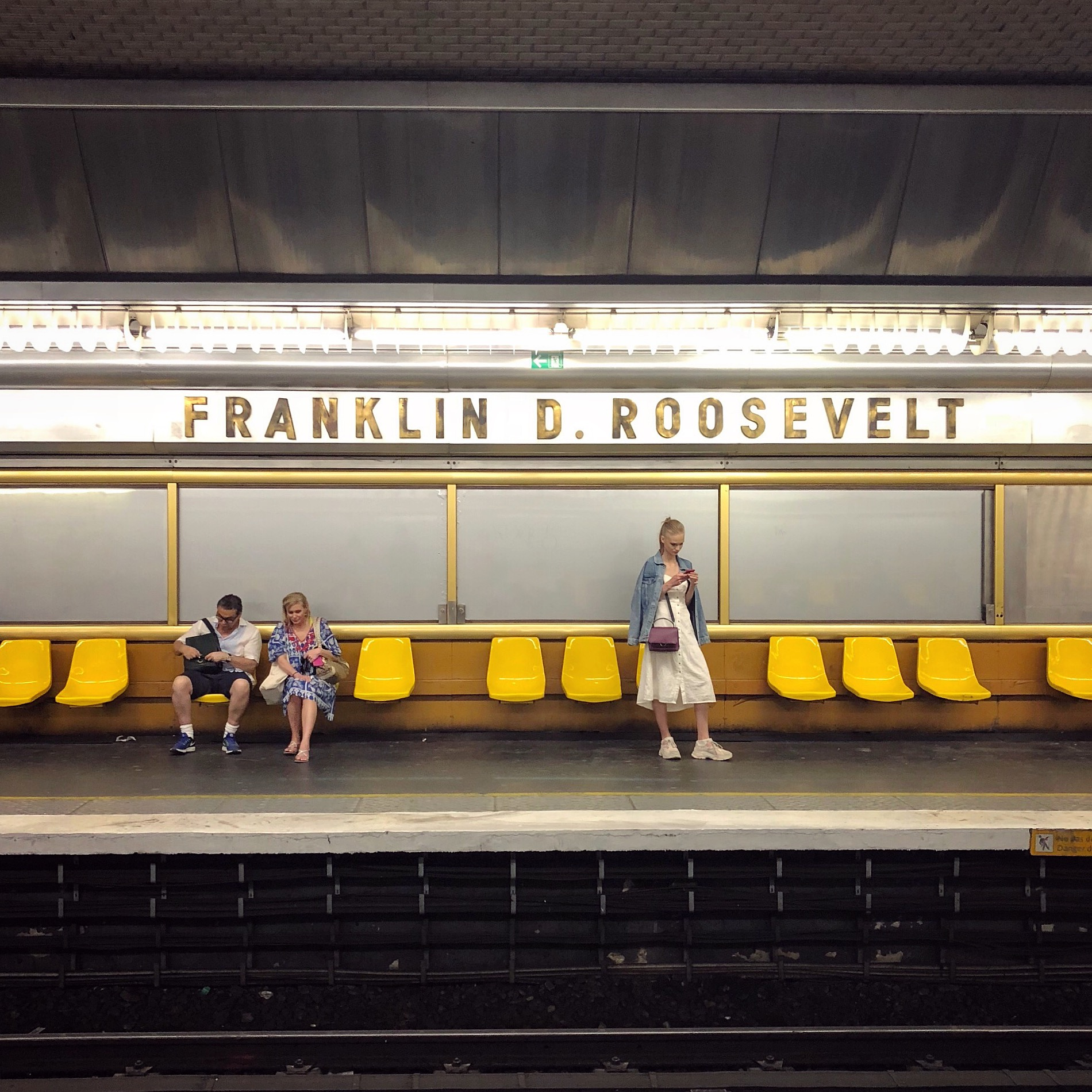 Paris' retro-picturesque Franklin D. Roosevelt metro station