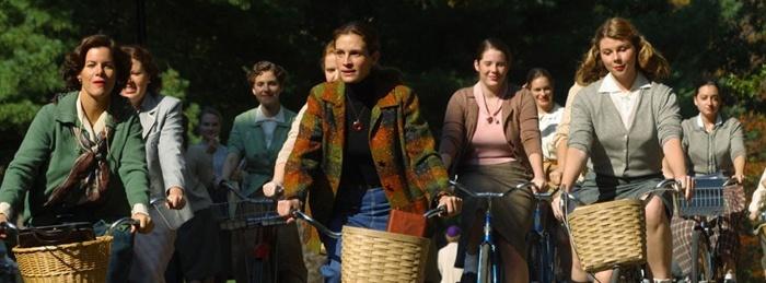 Still from Mona Lisa Smile (2003).