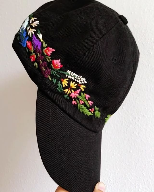 Super into this flower crown feelin' hat! ❤️💐👑 have a fun sunday!! #miremade #embroideredhat #floralembroidery