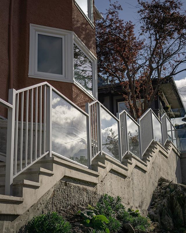This picket and glass railing took a bit of thought, but our guys achieved a perfect fit on the first try.  Pretty impressive. . . .  #yyjconstruction #aluminumrailing #glassrailing #glassrailings #victoriabc #yyj #powdercoating #picketrailing #stairrailing #gardencity #allglass #balcony #balconyrailing #victoriabc #opentopglass #glass #interiorglass #photography #sonya6000 #colourtheory #photographer #architecture #architecturephotography #powdercoating #industrialdesign #coating #westcoast #contemporarydesign #stunning #wow #stairwaytoheaven #firsttry