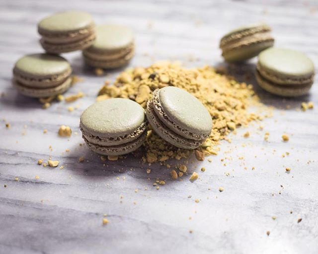 Green and gold for St. Patrick's day—pistachio all around. . . . . . #beardedbakerco #beardedbaker #pistachio #macarons #feedfeed #f52grams #hautecuisines #foodblogfeed #foodandwine #eeeeeats #thebakefeed #buzzfeast #huffposttaste #fwx #tastingtable #cookniche #gloobyfood #eattheworld #eatmoremacarons #cupcakeproject #boostfy #stpatricksday #green #dessert