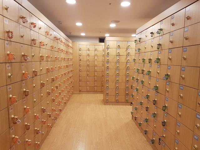 Shoe lockers. Image credit:  Green Walled Tower
