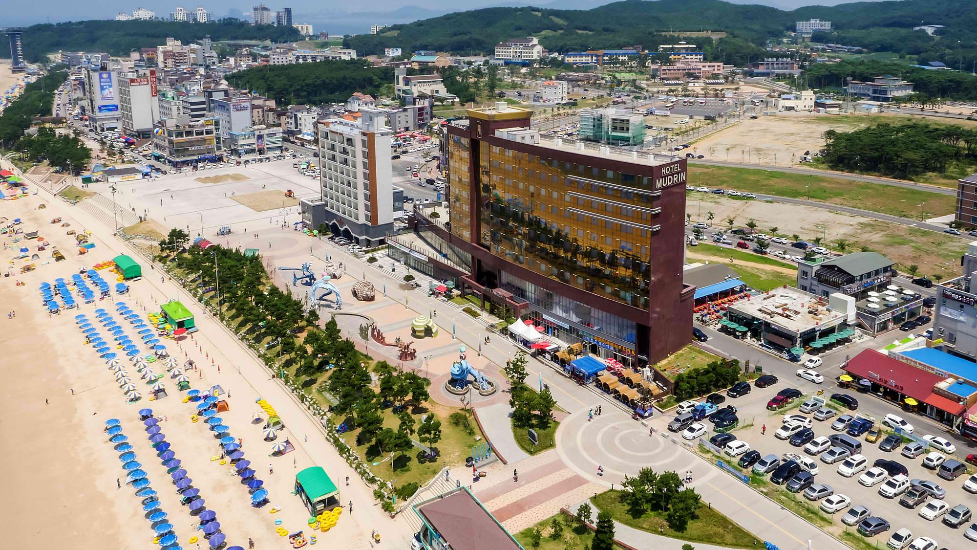 Daecheon beach. Image credit:  Boryeong Mud Festival