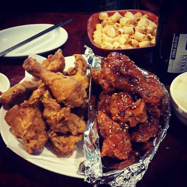 Basic and seasoned Korean fried chicken. Image credit:  맛스타그램
