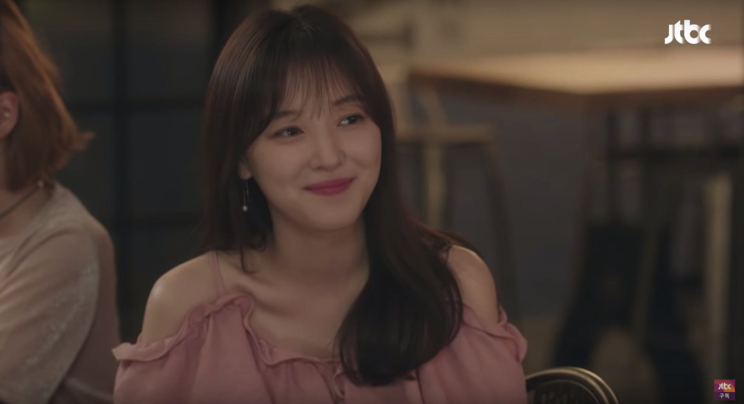 Jo Woo Ri being her cunning self in 'My ID is Gangnam Beauty' EP 2. Still from  JTBC  Youtube clip
