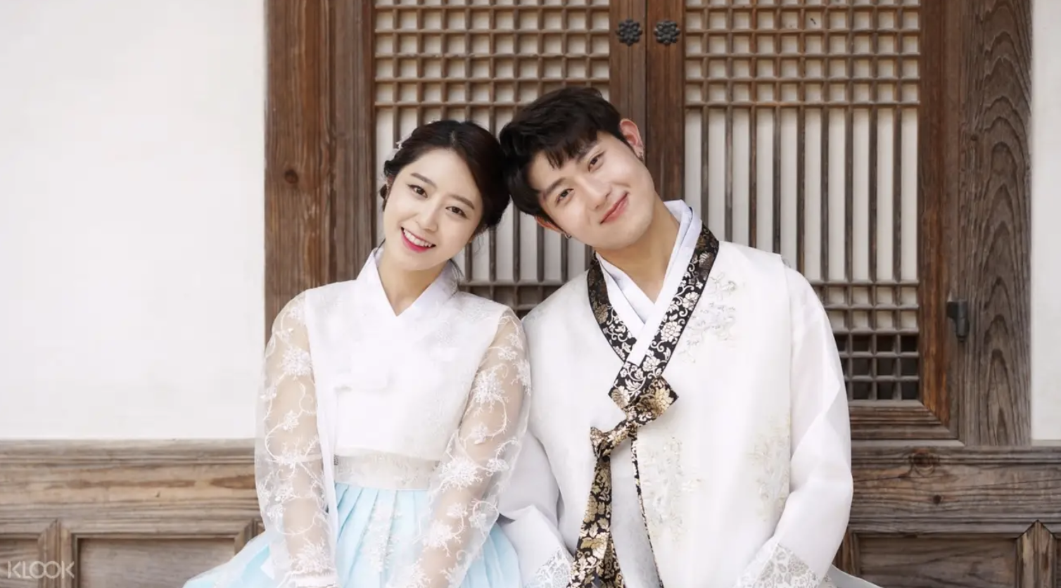Rent your hanbok for Gyeongbokgung! Screengrab from  Klook