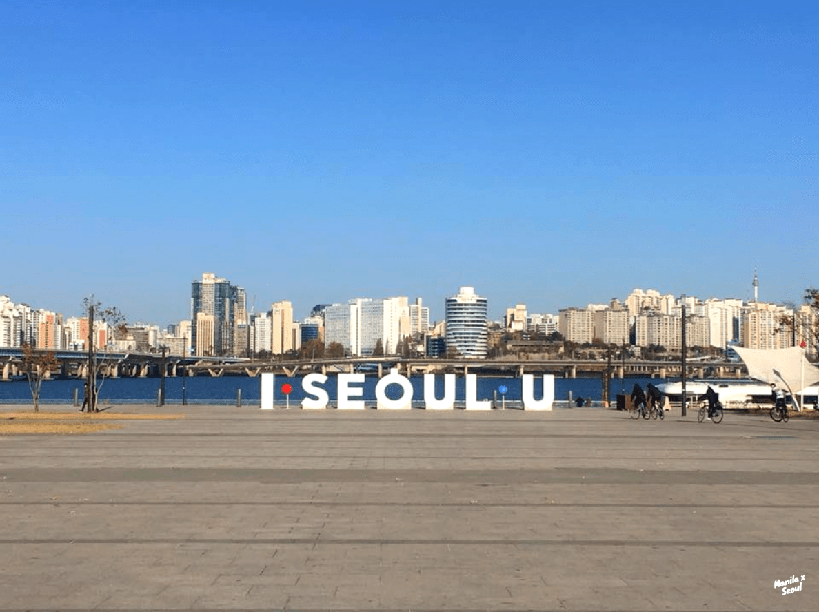 Han River Park — one of the top things to do in Seoul.