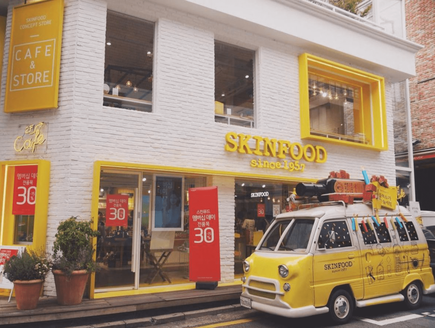 instagrammable-seoul-cafe-Skinfood Store & Cafe-min.png