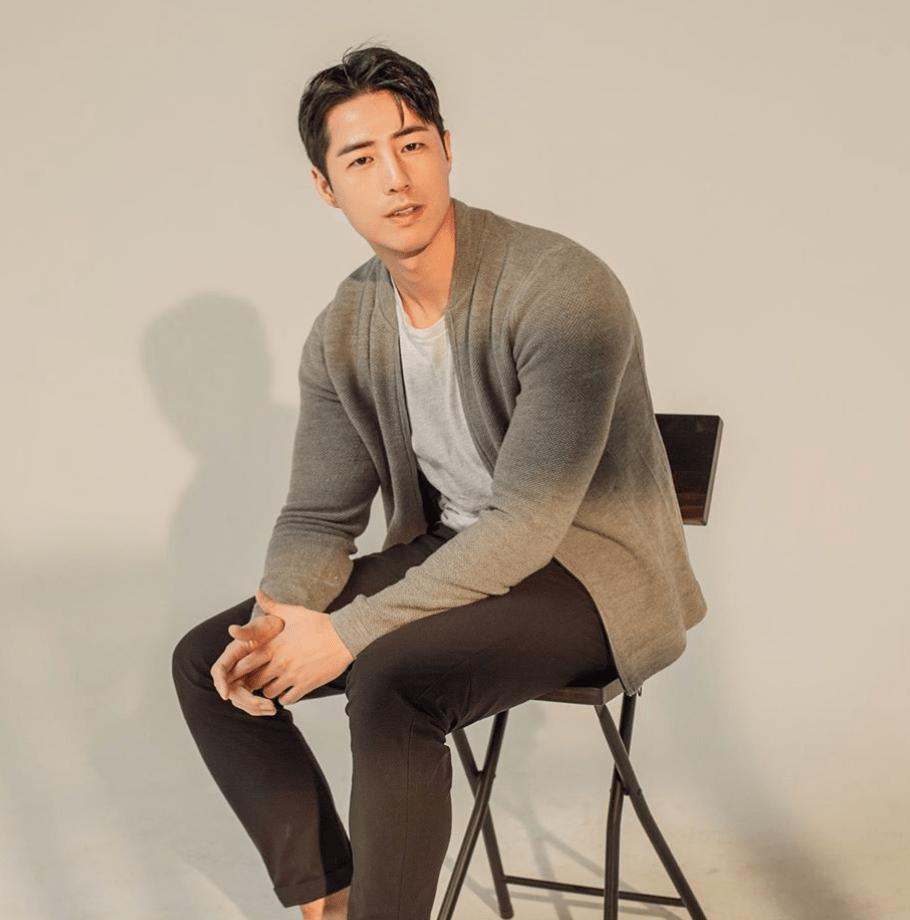 2. @dongwonbin - Don't Worry, Dong Wonny | #Model #Fashion #Travel