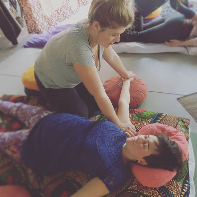 I have finally discovered something that taps into the most vital elements of life that I'm passionate about: art, compassion and healing. My every intention is to nurture this practice and watch it grow! Thanks @berkanainstitute for being apart of this journey!! #massagetherapy #massageschool #thaimassage