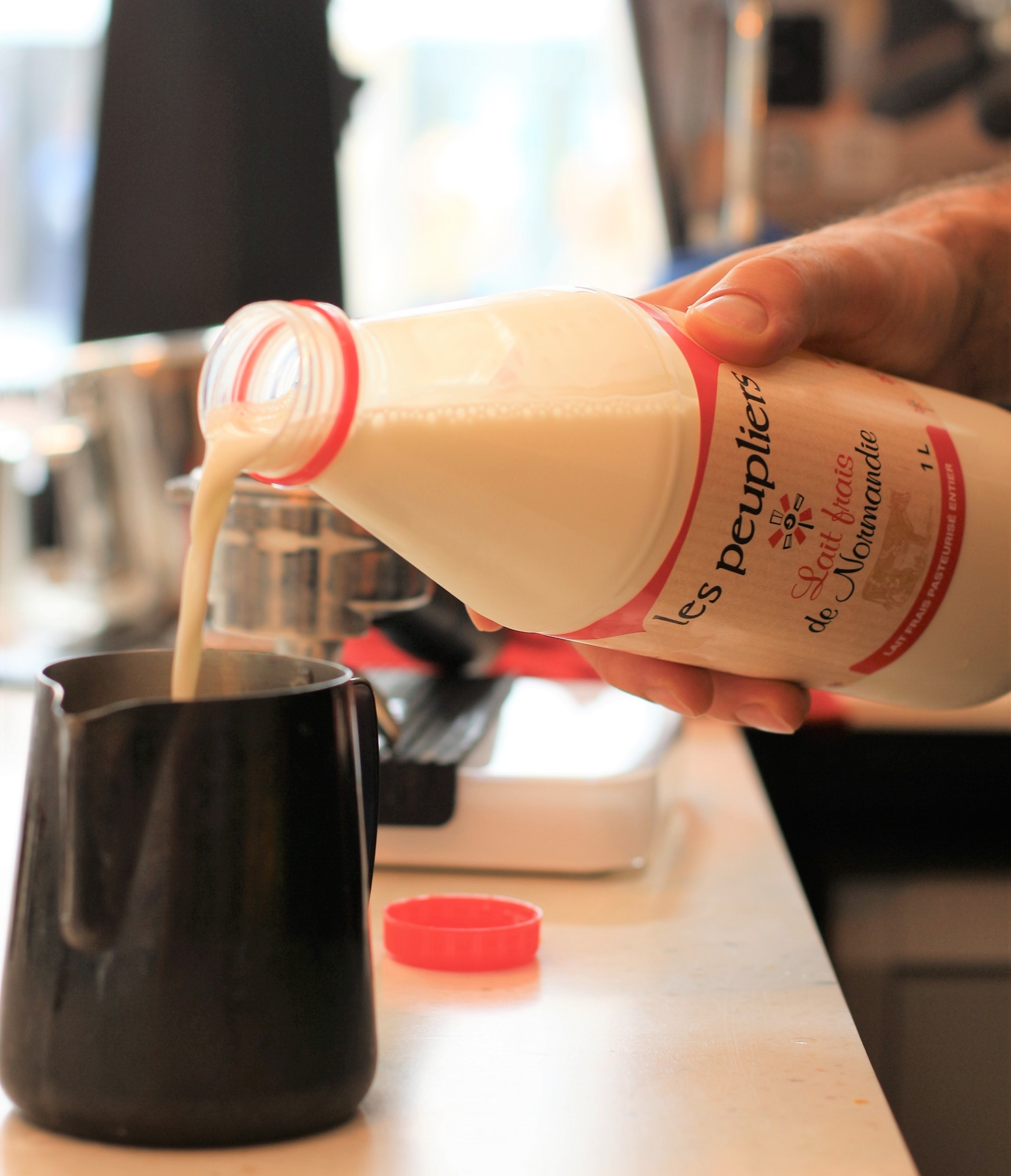 Leur lait riche en saveurs et presque sucré met en valeur la richesse aromatique de notre café en lui apportant une note de noisettes et de caramel.