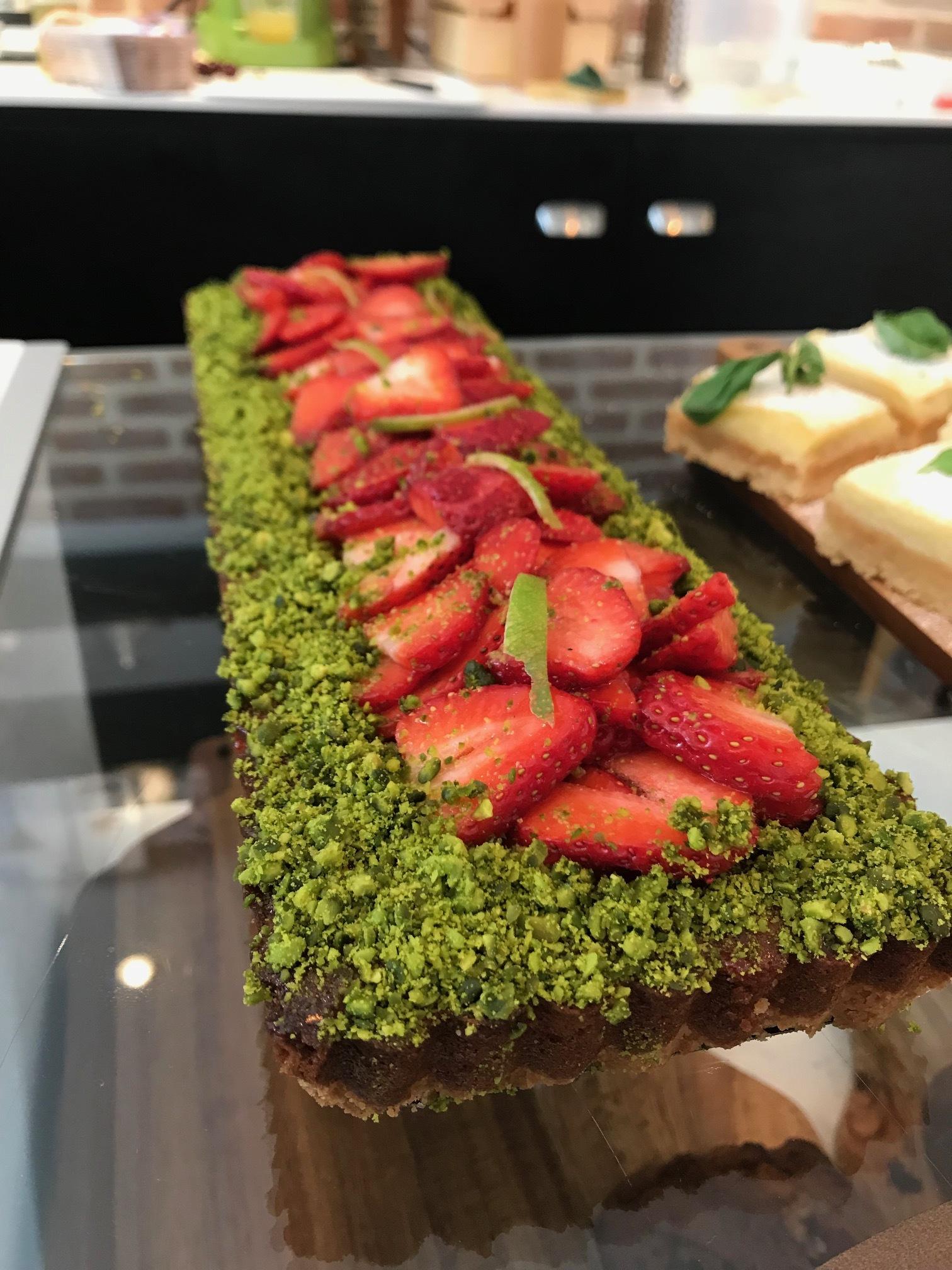 Tarte fraises /pistaches - Parfaits pour accompagner cafés et thés à 4h :)