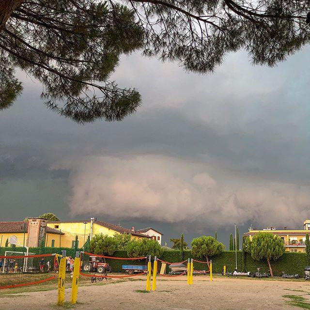 Storm chasing Lake Garda stylee #storm #stormchaser #stormchasing #lakegarda #italy #jamesjaggerphotography