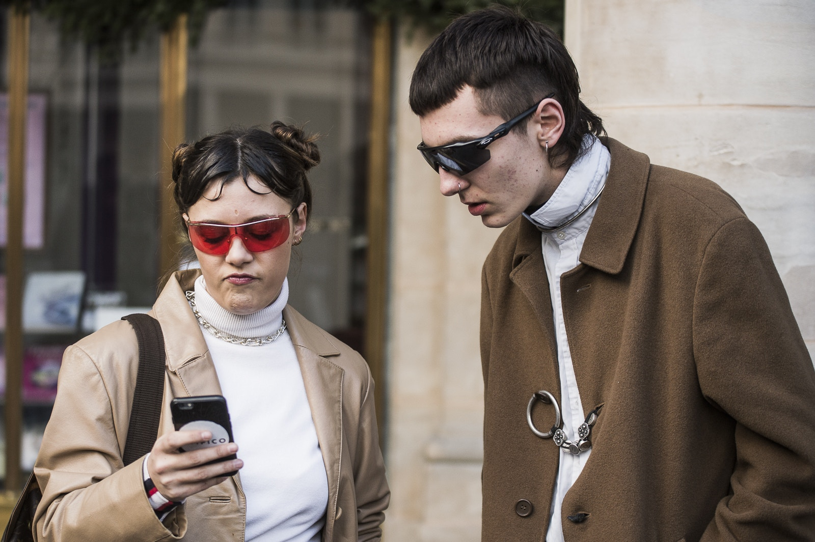 paris-fashion-week-fall-winter-2018-street-style-day-2-04.jpg