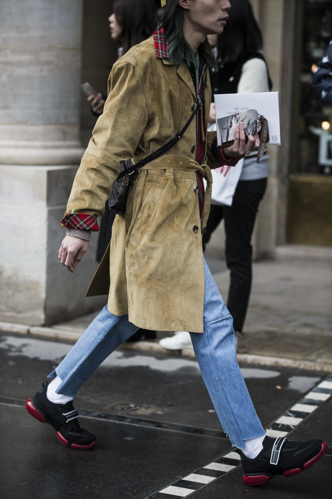 paris-fashion-week-fall-winter-2018-street-style-day-2-15-1.jpg