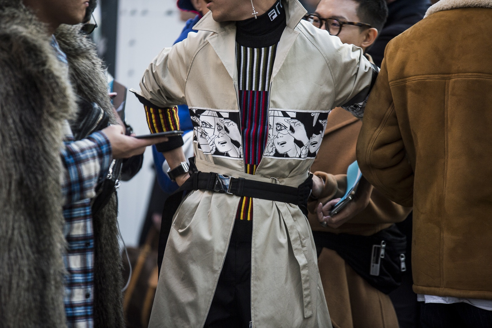 milan-fashion-week-fall-winter-2018-attendees-mixed-neutrals-and-bold-hues-for-day-2-19.jpg