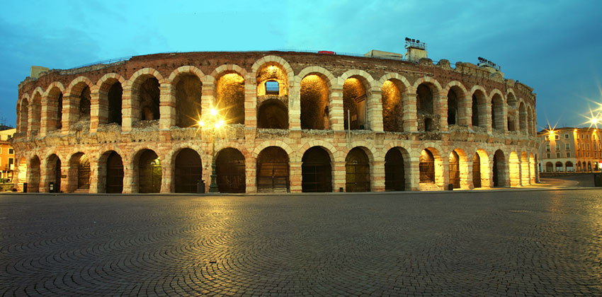 07-Bewitching-opera-nights-in-Verona-Arena-esterno.jpg