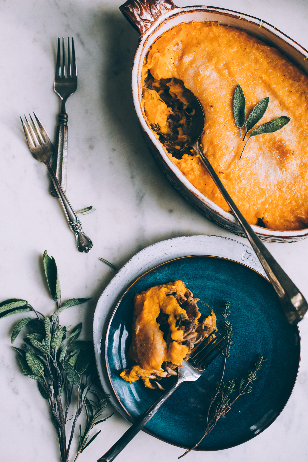 Inspirație de aici: https://www.willfrolicforfood.com/blog/2016/11/butternut-squash-shepherds-pie.html