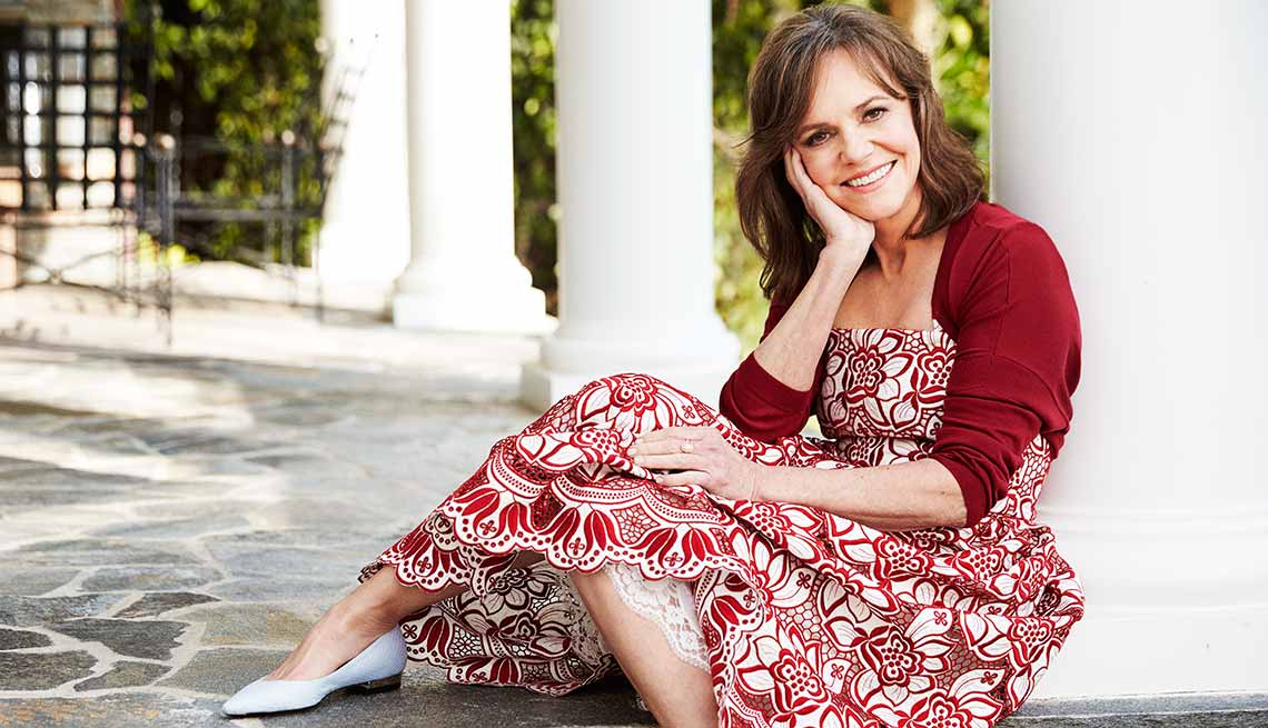 1140-sally-field-red-dress.imgcache.reveddb916886af9fa101d2c3742557f824.jpg